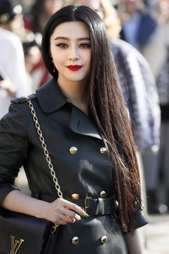 Chinese actress Fan Bingbing poses upon arrival prior to attend Louis Vuitton 2014/2015 Autumn/Winter ready-to-wear collection fashion show, on March 5, 2014 in Paris.
