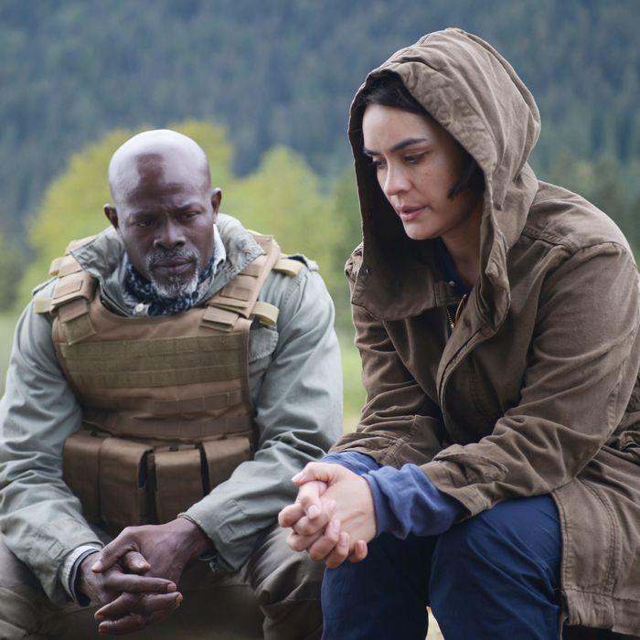 WAYWARD PINES: L-R: Djimon Hounsou and guest star Shannyn Sossamon in the