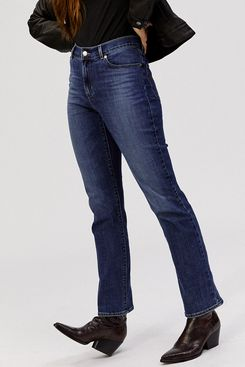 Levi's Women's Classic Straight Fit Jeans