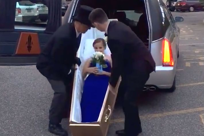 'Drop dead gorgeous' teen girl shows up for prom in coffin