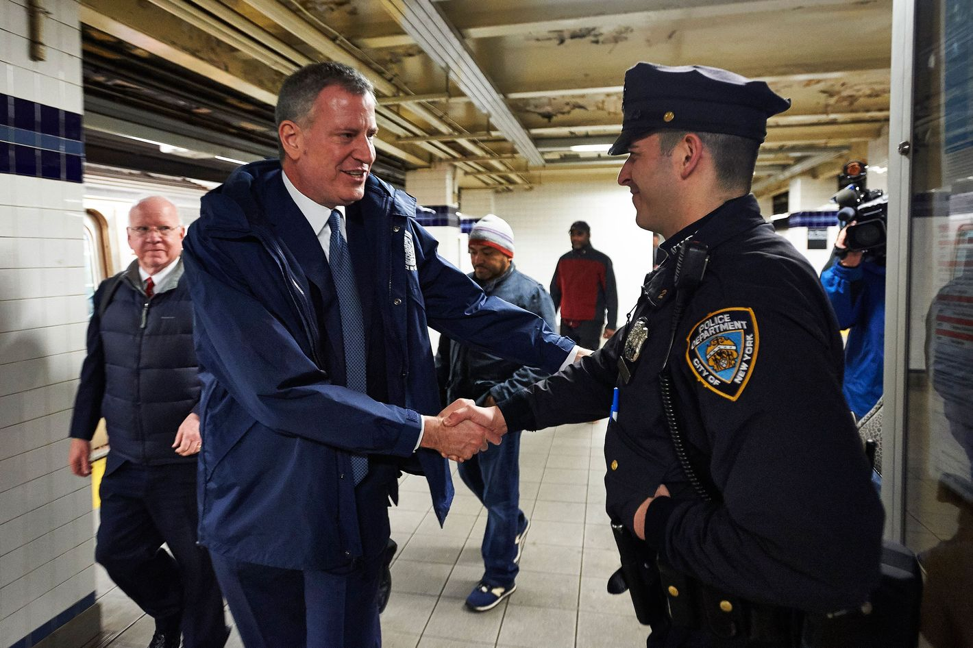 police union survey claims that cops hate mayor de blasio and their jobs