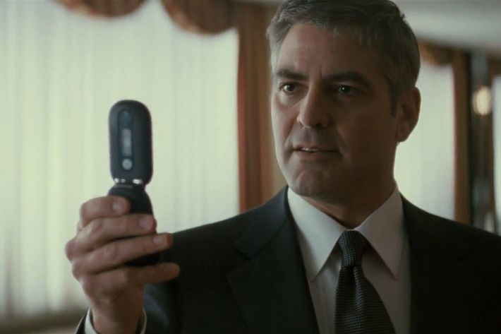 michael clayton final Clayton inquires with anna about the final conversation she and eden had anna says eden told her he has an item in his possession which could win the case for her clayton now becomes more convinced eden's death was no mere suicide.
