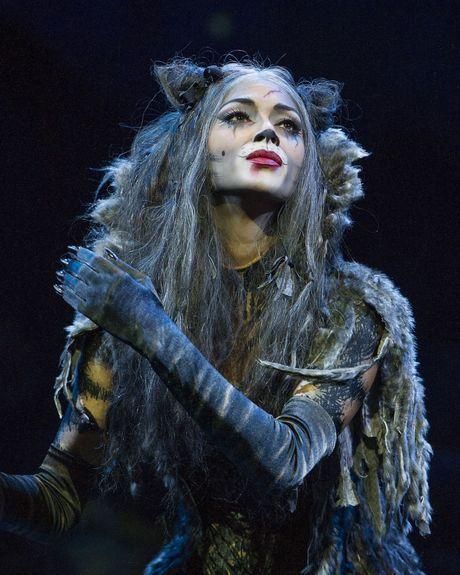 Nicole Scherzinger as Grizabella.