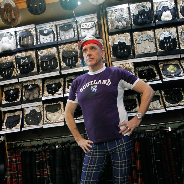 Craig Ferguson shows off his Scottish ensemble while filming in Edinburgh