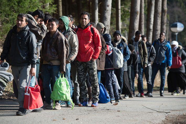 Refugees arrive at German/Austrian border