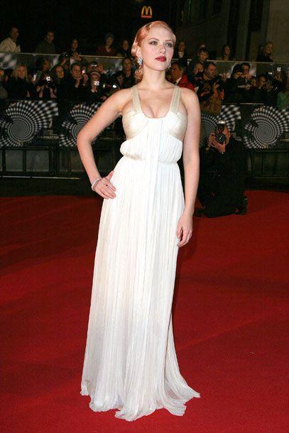 Scarlett johansson red carpet dresses