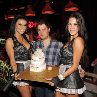 LAS VEGAS, NV - MAY 06: Levi Johnston (C) celebrates his 21st birthday at Chateau Nightclub & Gardens on May 6, 2011 in Las Vegas, Nevada. (Photo by Denise Truscello/WireImage)