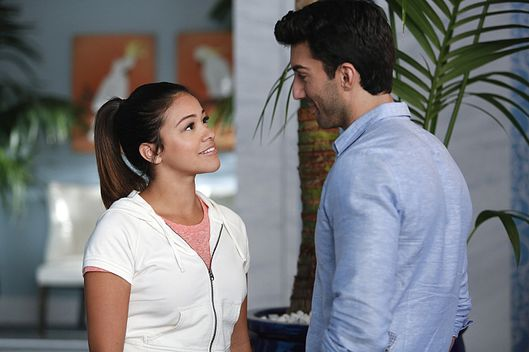 "Jane The Virgin -- ""Chapter Ten"" -- Image Number: JAV110a_0192.jpg -- Pictured (L-R): Gina Rodriguez as Jane and Justin Baldoni as Rafael -- Photo: Greg Gayne/The CW -- ?'?? 2014 The CW Network, LLC. All rights reserved."