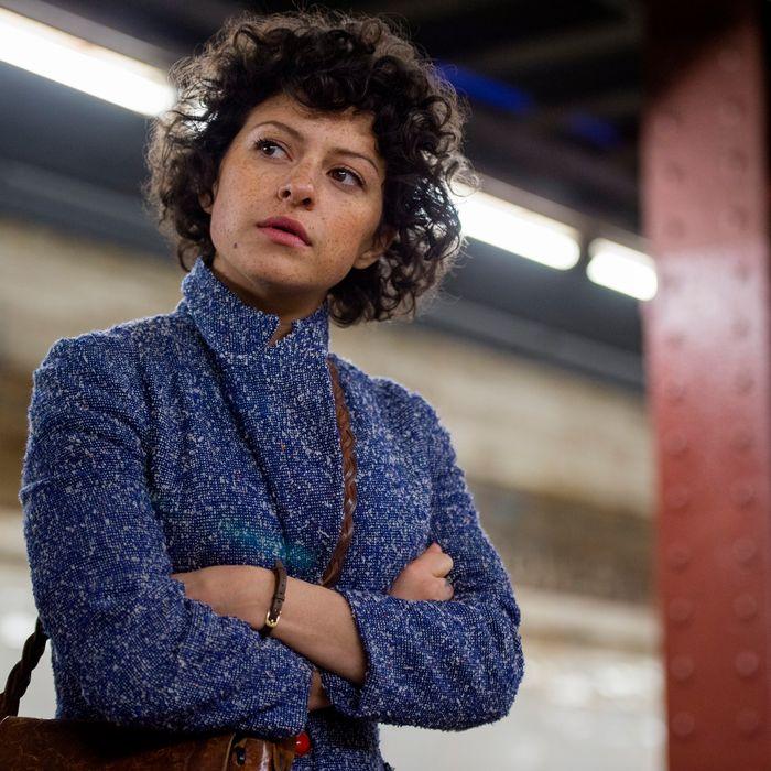 Alia Shawkat as Dory.