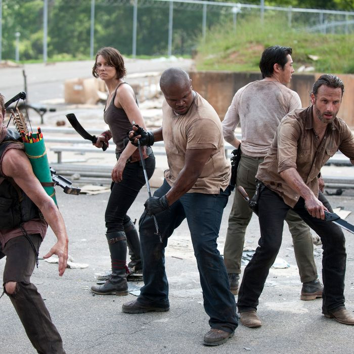 (L-R) Daryl Dixon (Norman Reedus), Maggie Greene (Lauren Cohan), T-Dog (Robert 'IronE' Singleton), Glenn (Steven Yeun) and Rick Grimes (Andrew Lincoln) - The Walking Dead - Season 3, Episode 1