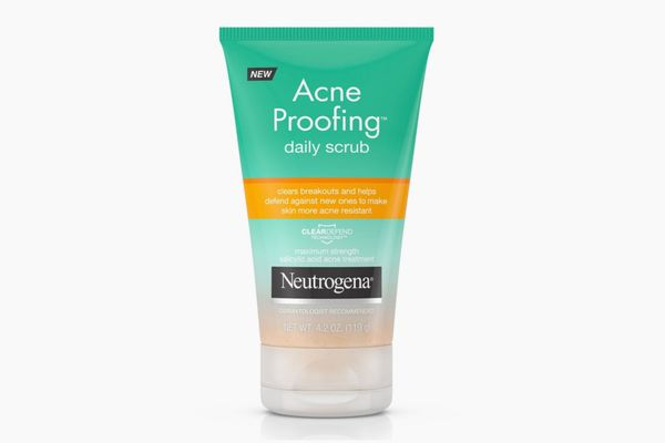 Neutrogena Acne Proofing Daily Facial Scrub with Salicylic Acid Acne Treatment