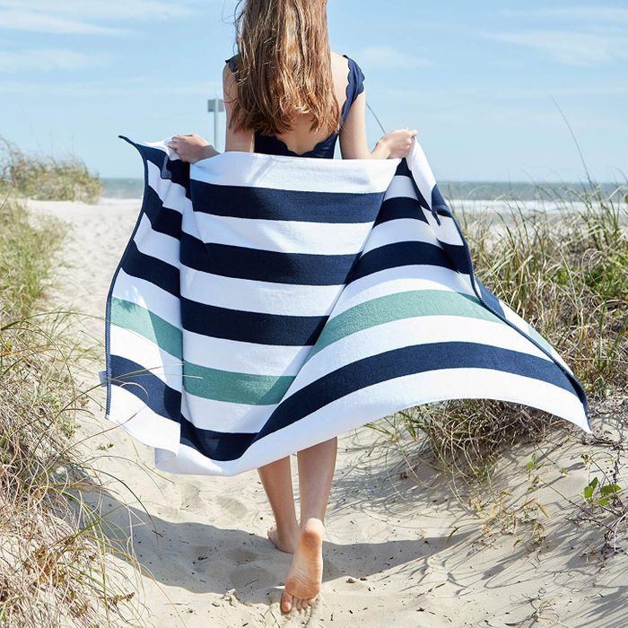 e640b1b8c4a03 9 Best Beach Towels 2019
