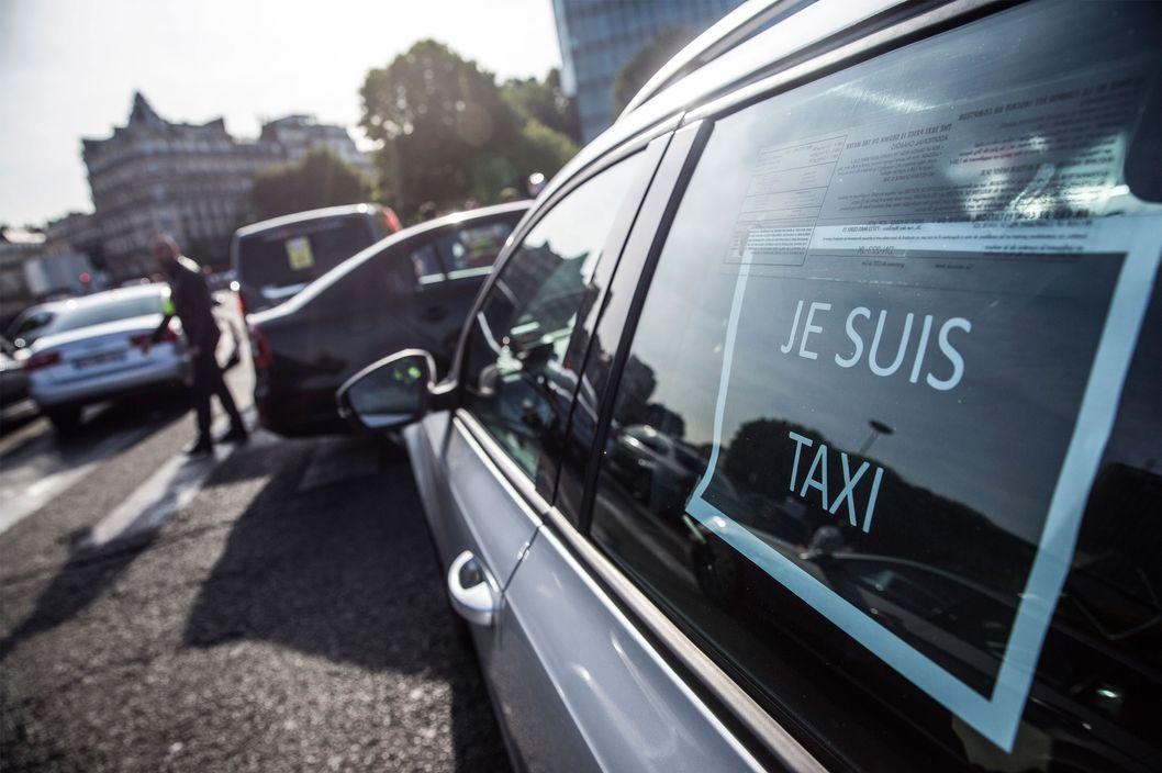 french uber protesters block roads set fires nymag. Black Bedroom Furniture Sets. Home Design Ideas