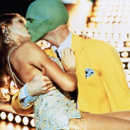 THE MASK, from left: Cameron Diaz, Jim Carrey, 1994. ©New Line Cinema / Everett Collection