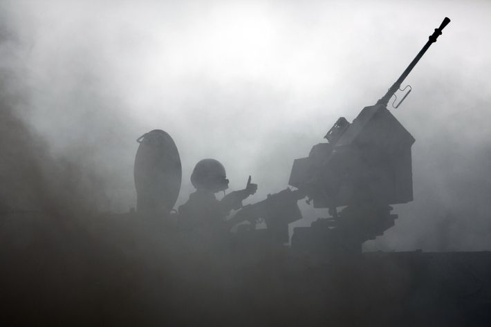 An Israeli soldier gestures from his Merkava tank as it rolls along the border between Israel and the Hamas-controlled Gaza Strip on July 28, 2014. The UN Security Council joined US President Barack Obama in calling for an immediate ceasefire in Gaza, after Israel and Hamas ignored calls for a truce despite mounting civilian casualties.