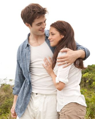 ROBERT PATTINSON and KRISTEN STEWART star in THE TWILIGHT SAGA: BREAKING DAWN-PART 1Ph: Andrew Cooper? 2011 Summit Entertainment, LLC. All rights reserved.
