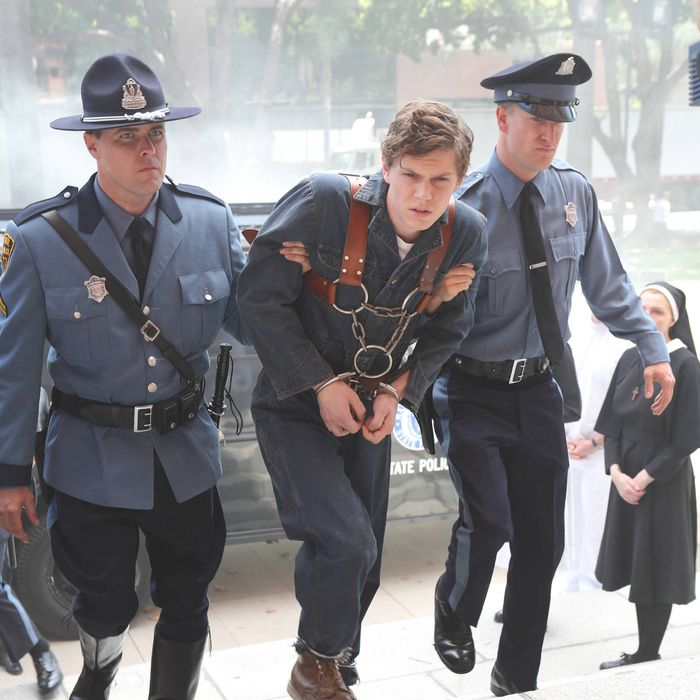AMERICAN HORROR STORY Welcome to Briarcliff -- Episode 201 (Season Premiere, Wednesday, October 17, 10:00 pm e/p) -- Pictured: (center) Evan Peters as Kit.