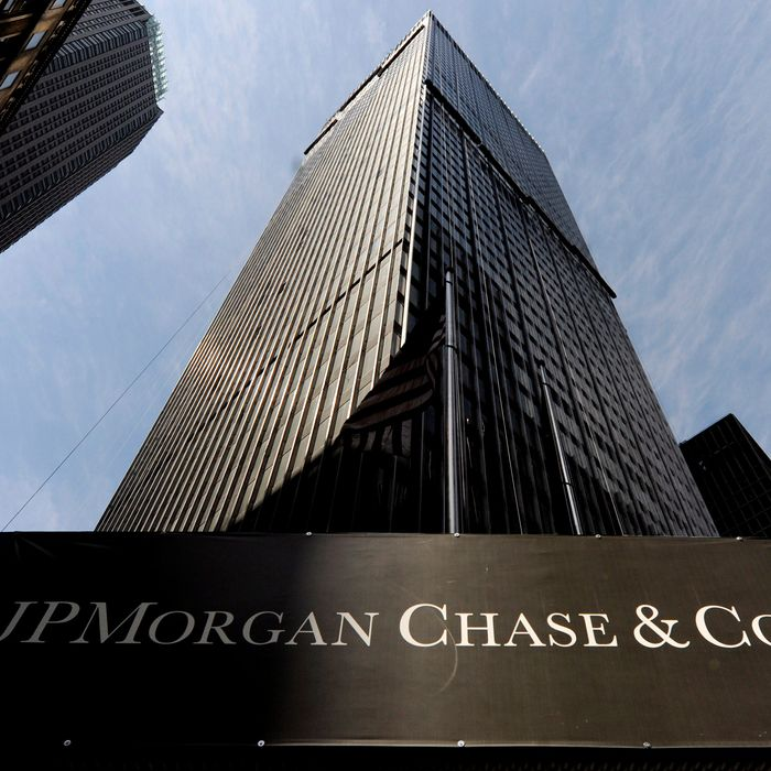 A view a sign at a JPMorgan Chase building in New York, New York, USA, on 16 April 2009. JPMorgan Chase reported a net profit of 2.1 billion dollars, better than predicted earnings, in the first quarter of 2009, which experts are seeing as a sign of recovery in the banking sector.
