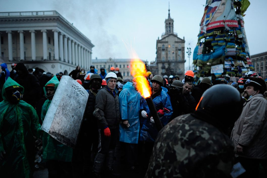 KIEV, UKRAINE - FEBRUARY 19: Anti-government test a machine which uses compressed air to throw molotov-cocktails towards police forces on Independence Square in Kiev on February 19, 2014 in Kiev, Ukraine. At least 26 people have been killed and hundreds injured as violence once again flared between police and anti-government protesters, after several weeks of calm. The anti-government protesters are calling for the ouster of President Viktor Yanukovych over corruption and an abandoned trade agreement with the European Union. (Photo by Alexander Koerner/Getty Images)