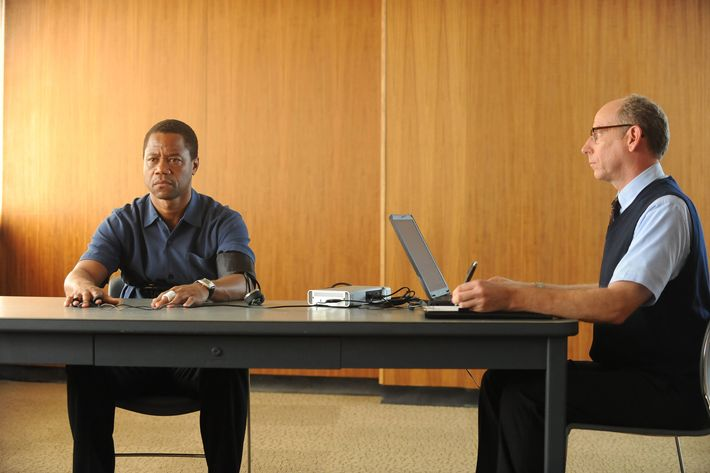 "THE PEOPLE v. O.J. SIMPSON: AMERICAN CRIME STORY ""From the Ashes of Tragedy"" Episode 101 (Airs Tuesday, February 2, 10:00 pm/ep) --  Pictured: (l-r) Cuba Gooding, Jr. as O.J. Simpson, Joseph Buttler as Polygraph Examiner. CR: Ray Mickshaw/FX"