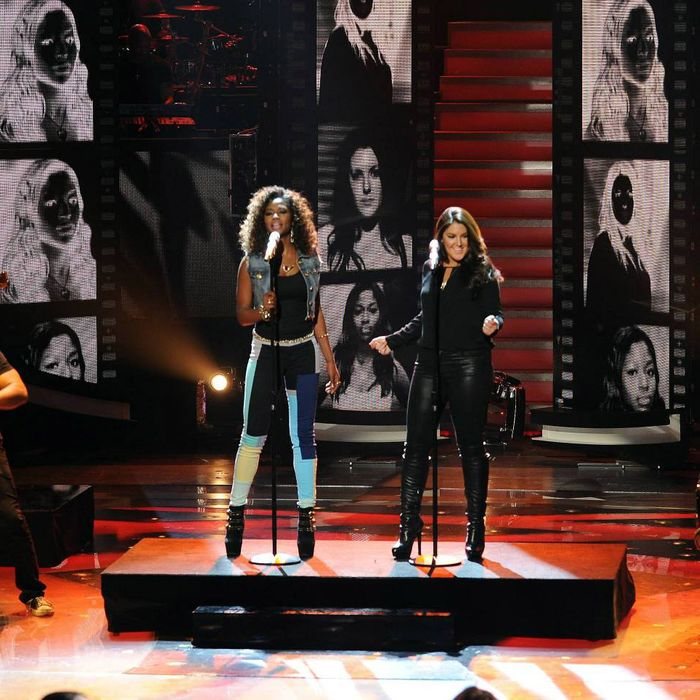 Amber Holcomb and Kree Harrison perform on AMERICAN IDOL