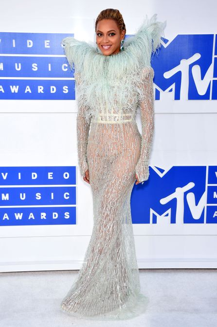 See All The Looks From 2016 Mtv Vmas
