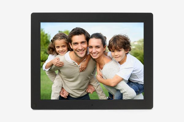 Micca NEO 10-Inch Digital Photo Frame With 8 GB Storage