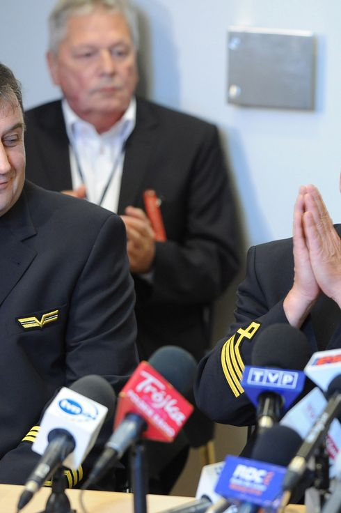 Captain Tadeusz Wrona (R) and co-pilot Jerzy Szwarc (L) attend a press conference at the headquarters of LOT Polish Airlines in Warsaw, on November 2, 2011. Captain Wrona piloted the Polish aircraft Boeing 767 from Newark (USA) that crash landed on November 1, 2011 in Warsaw's Airport Okecie, after its landing gear failed to open. There were no injuries to any of the 230 passengers. AFP PHOTO/PAP/Jacek Turczyk POLAND OUT EASTNEWS OUT (Photo credit should read JACEK TURCZYK/AFP/Getty Images)