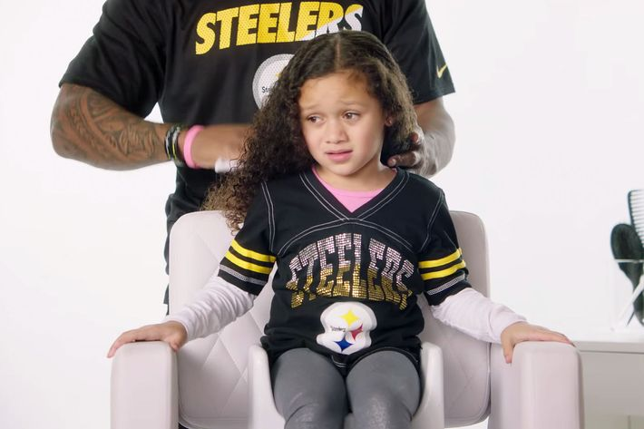 Pittsburgh Steeler DeAngelo Williams and his daughter, the master of side-eye.