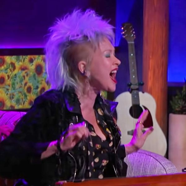 Cyndi Lauper, Dulcimer Extraordinaire, Joins Kelly Clarkson to Sing 'True Colors'