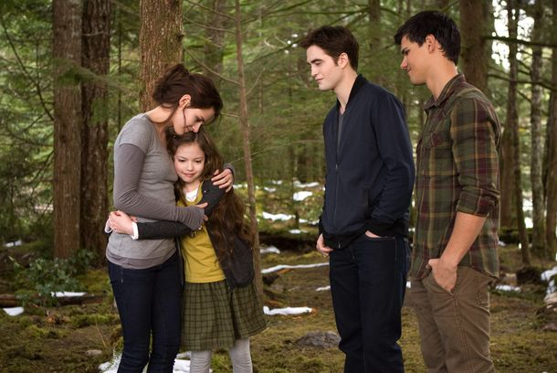 (L-R) KRISTEN STEWART, MACKENZIE FOY, ROBERT PATTINSON and TAYLOR LAUTNER star in THE TWILIGHT SAGA: BREAKING DAWN-PART 2Ph: Andrew Cooper, SMPSP© 2011 Summit Entertainment, LLC.  All rights reserved.