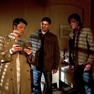 Misha Collins as Castiel, Jensen Ackles as Dean, Jared Padalecki as Sam in SUPERNATURAL