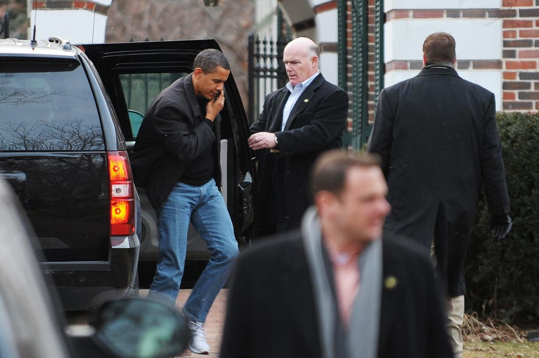 US President Barack Obama steps out of an SUV as he arrives for a visit at a friends house on February 15, 2009 in Chicago, where he is spending the weekend.         AFP PHOTO/Mandel NGAN (Photo credit should read MANDEL NGAN/AFP/Getty Images)