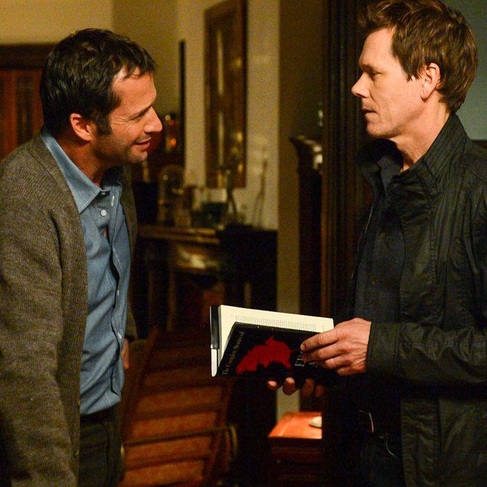 THE FOLLOWING: In a flashback scene Ryan Hardy (Kevin Bacon, R) seeks advice from Professor Joe Carroll (James Purefoy, L) in the