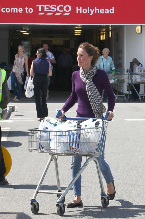 ?BAUER-GRIFFIN.COM ***NO WEB/BLOG WITHOUT PRIOR APPROVAL FROM RANDY BAUER - bauergriffinsales@gmail.com *** Catherine, the Duchess of Cambridge, shops at a Tesco Supermarket in North Wales near to the RAF base where her husband Prince William works as a Search and Rescue helicopter pilot. Catherine spent over 30 minutes in the store pushing a trolley around and then loading up her shopping in the back of her car EXCLUSIVE   August 1st, 2011 Job: 110801NE1  Holyhead, North Wales www.bauergriffin.com www.bauergriffinonline.com