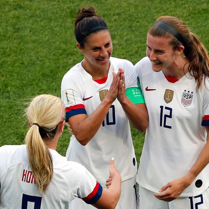 18d581468 U.S. Women's Soccer Team Responds to Critics With Eye Roll and Golf Clap