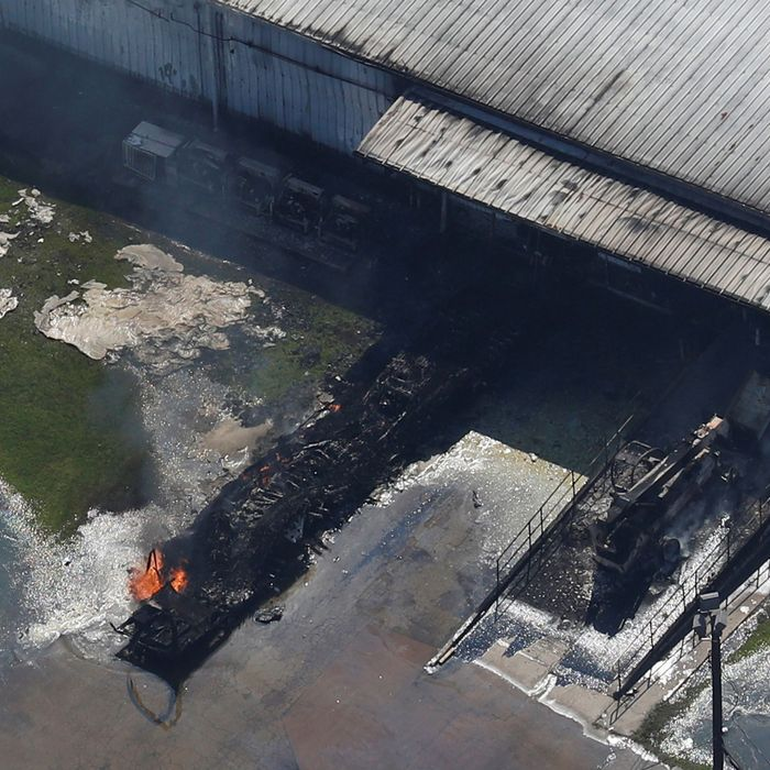 5e4064d93 A fire burns at the flooded plant of French chemical maker Arkema SA after  Tropical Storm Harvey passed in Crosby