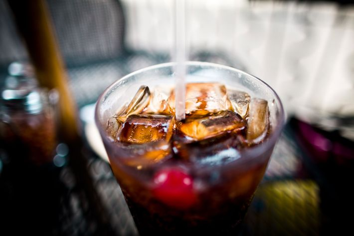 Could diet soda and artificial sweeteners cause dementia and strokes?
