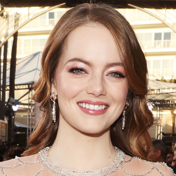 How To Get Emma Stone's Golden Globes Hairstyle 2019