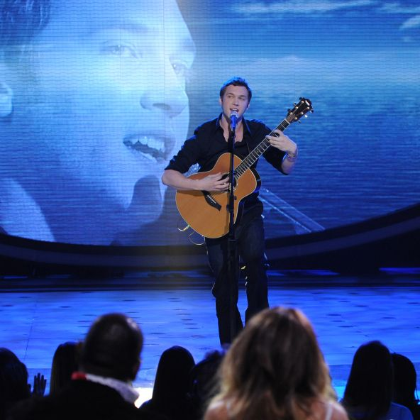 AMERICAN IDOL: Phillip Phillips performs in front of the Judges on AMERICAN IDOL airing Tuesday, Feb. 28