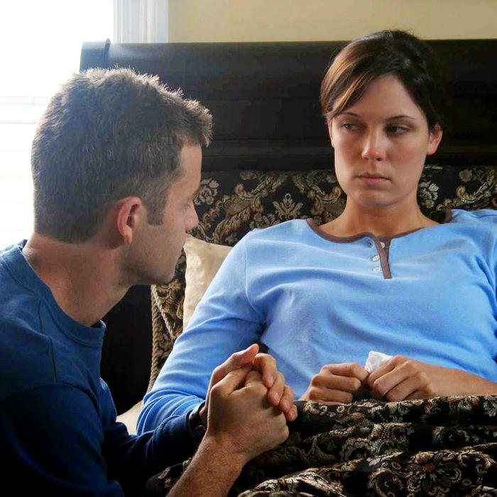 Kirk Cameron and Erin Bethea in <em>Fireproof</em>
