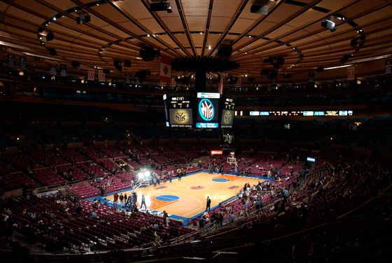 NEW YORK, UNITED STATES:  The interior of Madison Square Garden in New York on 13 February, 2002, before a New York Knicks-Toronto Raptors basketball game.   AFP PHOTO/Stan HONDA (Photo credit should read STAN HONDA/AFP/Getty Images)