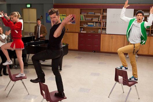 "David (guest star Ricky Martin, C) performs with Brittany (Heather Morris, L) and Mike (Harry Shum Jr., R) in ""The Spanish Teacher"" episode of GLEE airing Tuesday, Feb. 7."