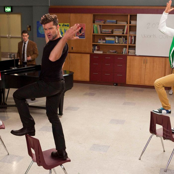David (guest star Ricky Martin, C) performs with Brittany (Heather Morris, L) and Mike (Harry Shum Jr., R) in