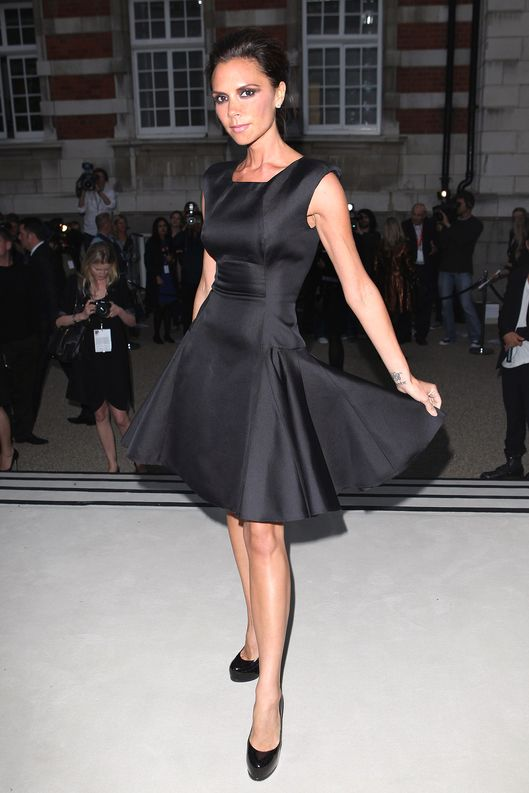 LONDON, ENGLAND - SEPTEMBER 22:  Victoria Beckham arrives at the Burberry Prorsum Spring/Summer 2010 Show at Rootstein Hopkins Parade Ground during London Fashion Week on September 22, 2009 in London, England.  (Photo by Gareth Cattermole/Getty Images for Burberry)