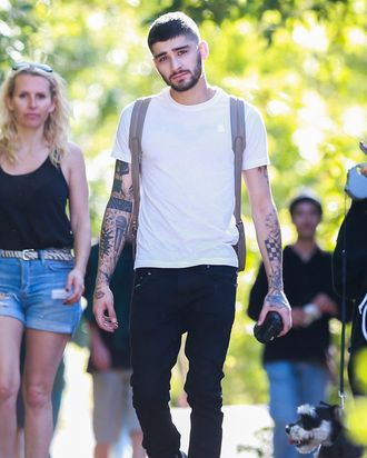 4d5fc2666341b Zayn Officially Too Cool to Wear Matching Shoes