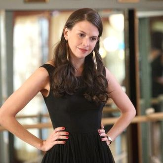 A former ballerina turned Vegas showgirl decides to take a gamble on a new marriage and a fresh start in Paradise in the series premiere of ABC Family's original drama