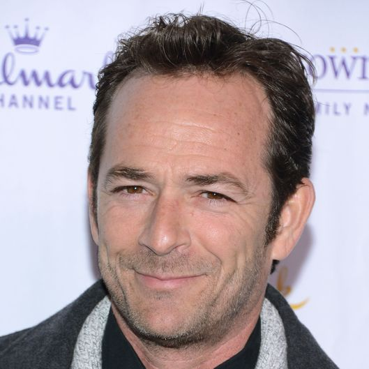 The 50-year old son of father Coy Luther Perry, Jr. and mother Ann Bennett, 178 cm tall Luke Perry in 2017 photo