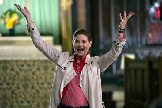"THE MYSTERIES OF LAURA -- ""The Mystery of the Dysfunctional Dynasty"" Episode 109 -- Pictured: Debra Messing as Laura Diamond -- (Photo by: Eric Liebowitz/NBC)"