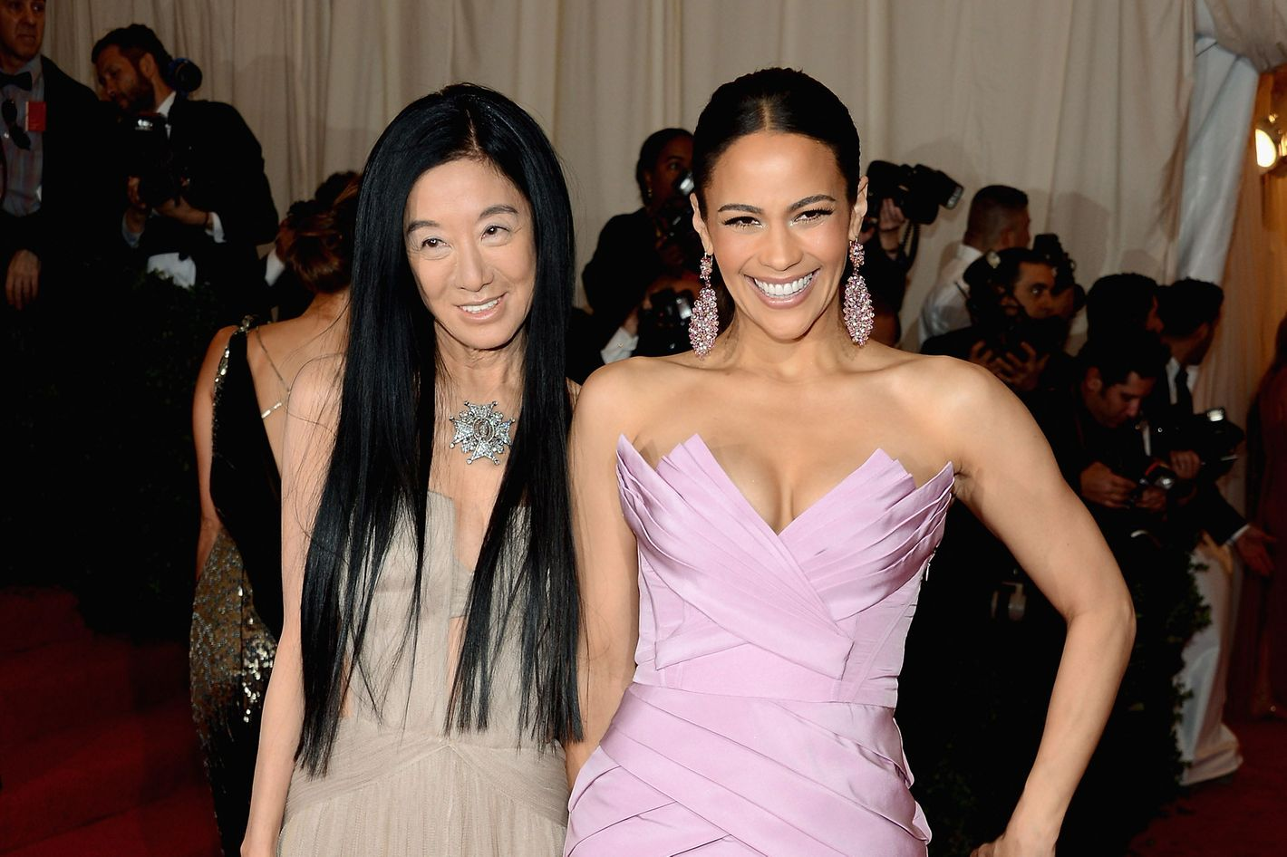 409fba35ee2b Vera Wang Now Charges $482 Try-on Fees in China